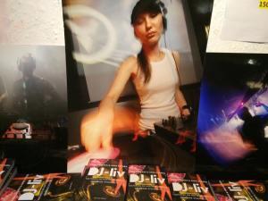 DJ-liv och Miss Dilemma (Foto på Emma: Magnus Gyllenhammar)
